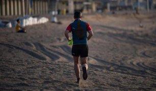 España: autoridades de Barcelona reabrieron playas y permitieron actividades deportivas