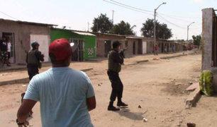Piura: vecinos se enfrentan a la policía para evitar ser detenidos en una celebración