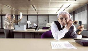 Personas mayores de 65 años firmarán un documento de responsabilidad voluntaria para volver a trabajar
