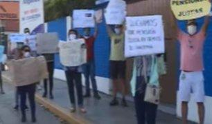 Surquillo: 50 padres de familia se juntan para exigir reducción de pensiones