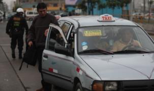 Ministro Martos considera contraproducente impulsar taxis colectivos pese a pandemia