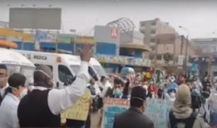 Trabajadores del Hospital de Ate denuncian despido arbitrario en plena pandemia