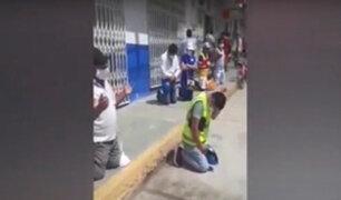 Tumbes: ciudadanos se arrodillan para orar en cola del mercado por el fin del COVID-19