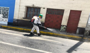 Minsa afirma que rociar desinfectantes en calles es altamente peligroso y no elimina el Covid-19