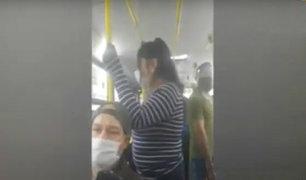 VES: video muestra que pasajeros de bus no respetan distancia social