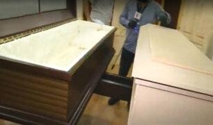 Por coronavirus: fábrica dedicada a elaborar muebles ahora hace ataúdes