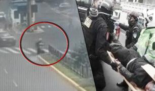 Policía salva de morir tras perder el control de su motocicleta