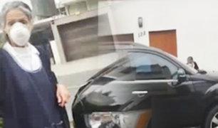 San Isidro: vecino denuncia que anciana es obligada a lavar lujosa camioneta