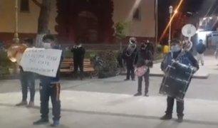 Huancavelica: músicos tocan el Himno Nacional en la Plaza de Armas como medida de protesta