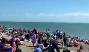 Reino Unido: británicos rompen el confinamiento y abarrotan playas y parques