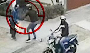Los Olivos: adulto mayor es asaltado violentamente por delincuentes en moto