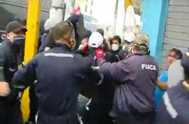 La Victoria: violento enfrentamiento entre fiscalizadores y ambulantes en av. Grau