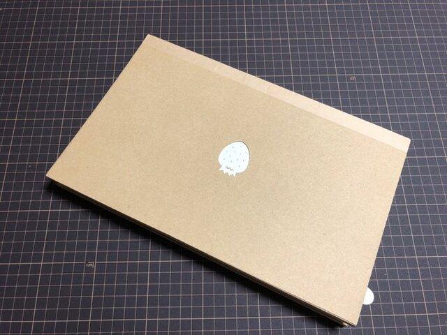 Una mamá crea una laptop de cartón para su hija de 4 años