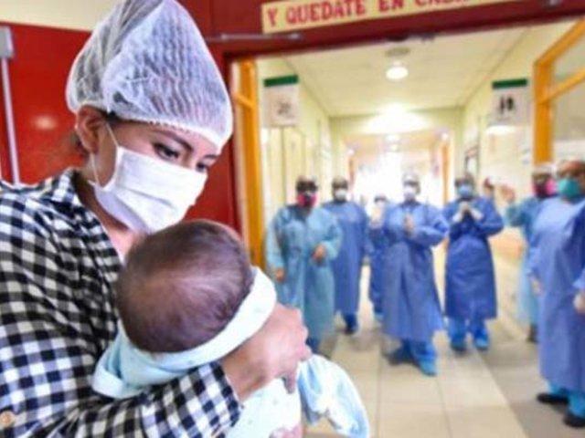Bebé con cardiopatía congénita es dado de alta tras vencer al coronavirus