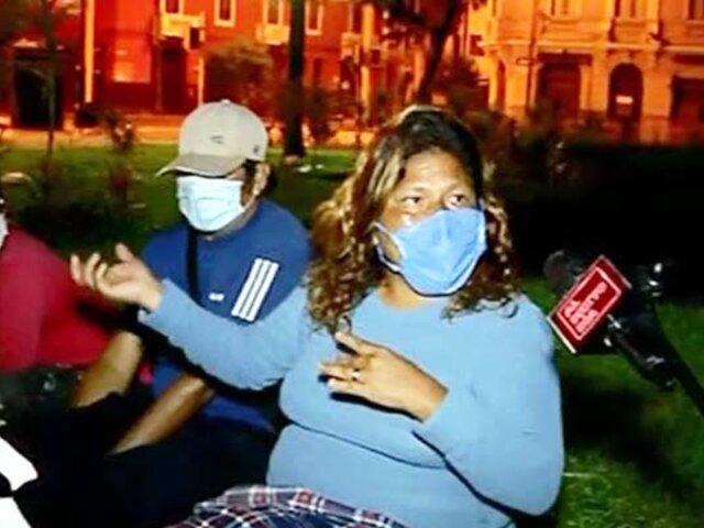 Peruanos que residen en Chile duermen en las calles esperando volver a casa