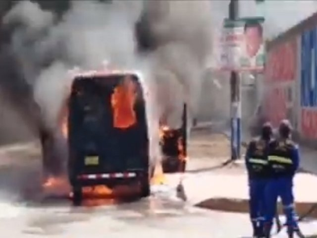 Carroza fúnebre que trasladaba a víctima de Covid-19 se incendió en Huachipa