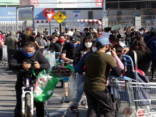 Chile: gran afluencia en mercados y supermercados antes de cuarentena total en Santiago