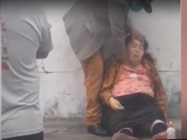 ATE: Auxilian a mujer que se desmayó en plena vía pública