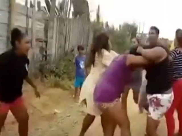 [VIDEO] Tumbes: mujeres se pelean en la calle sin usar mascarillas y en presencia de niños