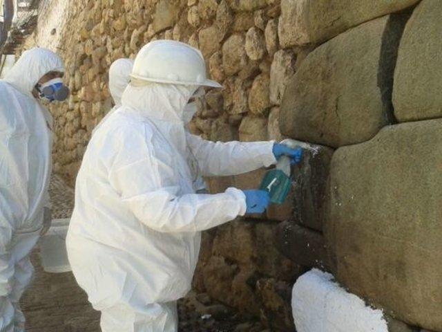Cusco: trabajos de limpieza en muro inca afectado por quema de basura culminarán hoy