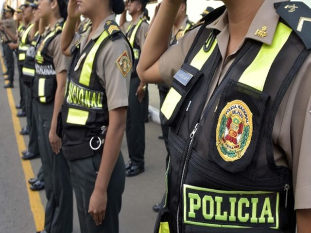 Independencia: bebían en la calle en toque de queda y agreden a policía