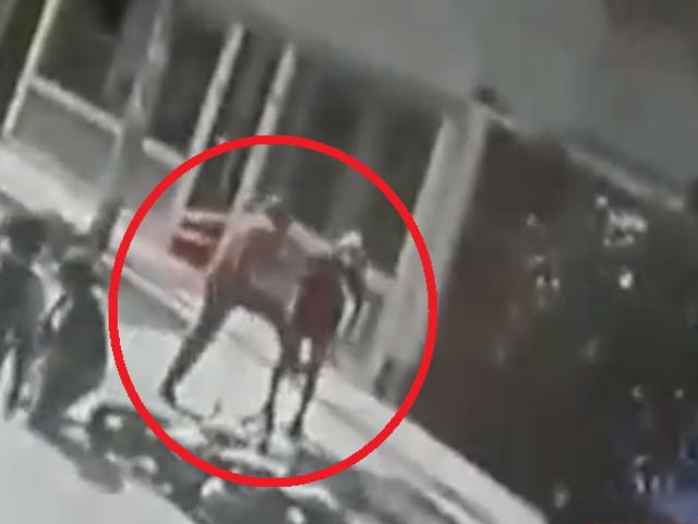 Vecino de Puente Piedra agarra a puñetazos a raquetero que robó a transeúnte