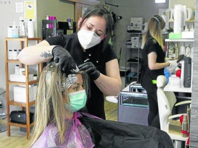 Estilistas afirman que cortes de cabello a domicilio no les brinda la seguridad del caso ante la COVID-19