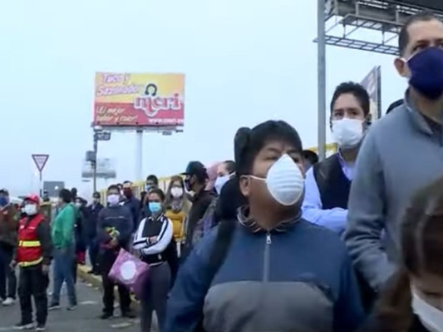 Caos se apodera del transporte público en primer día de flexibilización de cuarentena
