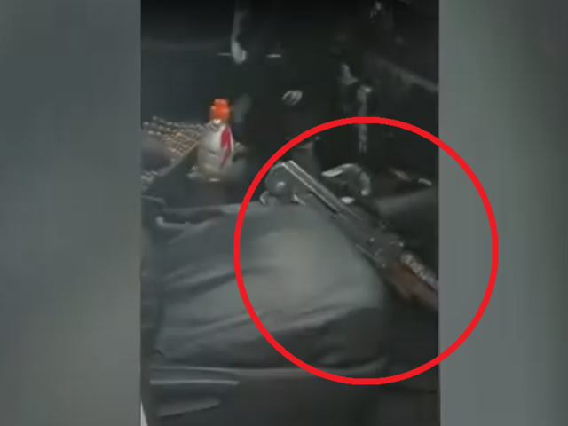 Independencia: captan patrullero abandonado con fusil dentro