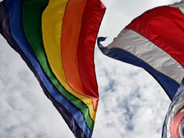 Costa Rica es el primer país centroamericano en aprobar el matrimonio igualitario