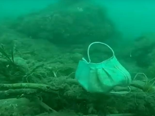 Mascarillas y guantes terminan en el fondo del mar Mediterráneo