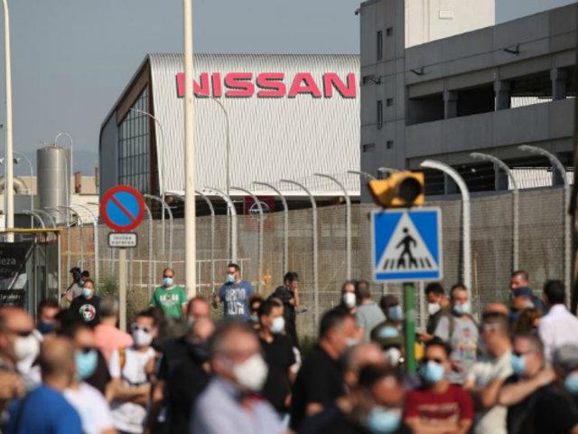 España: Nissan cierra su planta y miles salen a protestar
