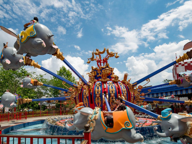 EEUU: parques temáticos reabrirán entre junio y julio