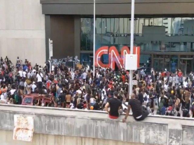 EEUU: manifestantes tomaron sede de CNN en Atlanta