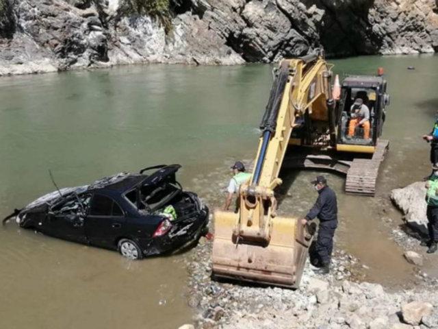 Apurímac: un muerto y tres desaparecidos deja caída de auto al río Chalhuanca