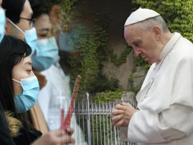 Papa Francisco reza el rosario para detener la pandemia
