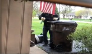 Coronavirus en EEUU: hombre limpia tacho de basura de vecina con leucemia