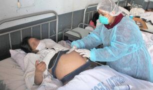 Mujer de 50 años con Covid-19 da a luz a gemelos sin contagiarlos