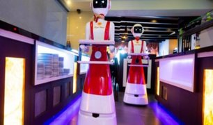 Países Bajos: restaurante incorporó a robots meseros para respetar distanciamiento social