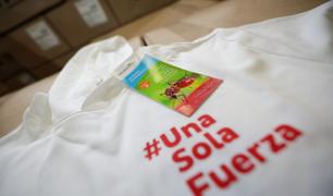 Empresas textiles peruanas donan polos antimosquitos para controlar el dengue
