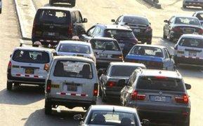 Reportan congestión vehicular en avenida Alfonso Ugarte pese a cuarentena