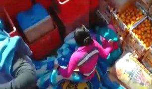 Cajamarca: mujer se camufla con su hijo en camión para ingresar a la ciudad
