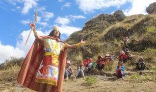 Cusco: Profesor se disfraza de inca para enseñar en los cerros a comunidades campesinas