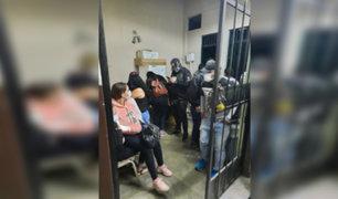 Estado de emergencia: detienen a más de 20 personas bebiendo licor en bar clandestino