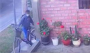 Surco: en un minuto roban bicicleta que hacía delivery