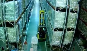 Impactantes imágenes: Trabajador queda sepultado en almacén