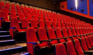 Cines de Italia volvieron a recibir público tras cuatro meses de cierre por pandemia de COVID-19