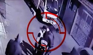 Delincuentes armados asaltan a hombre a metros de su casa en Chorrillos