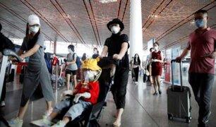 China: aeropuertos de Pekín cancelan más de mil vuelos tras rebrote de COVID-19