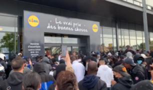 Francia: personas se aglomeraron en exteriores de supermercado para comprar PS4 a 95 euros